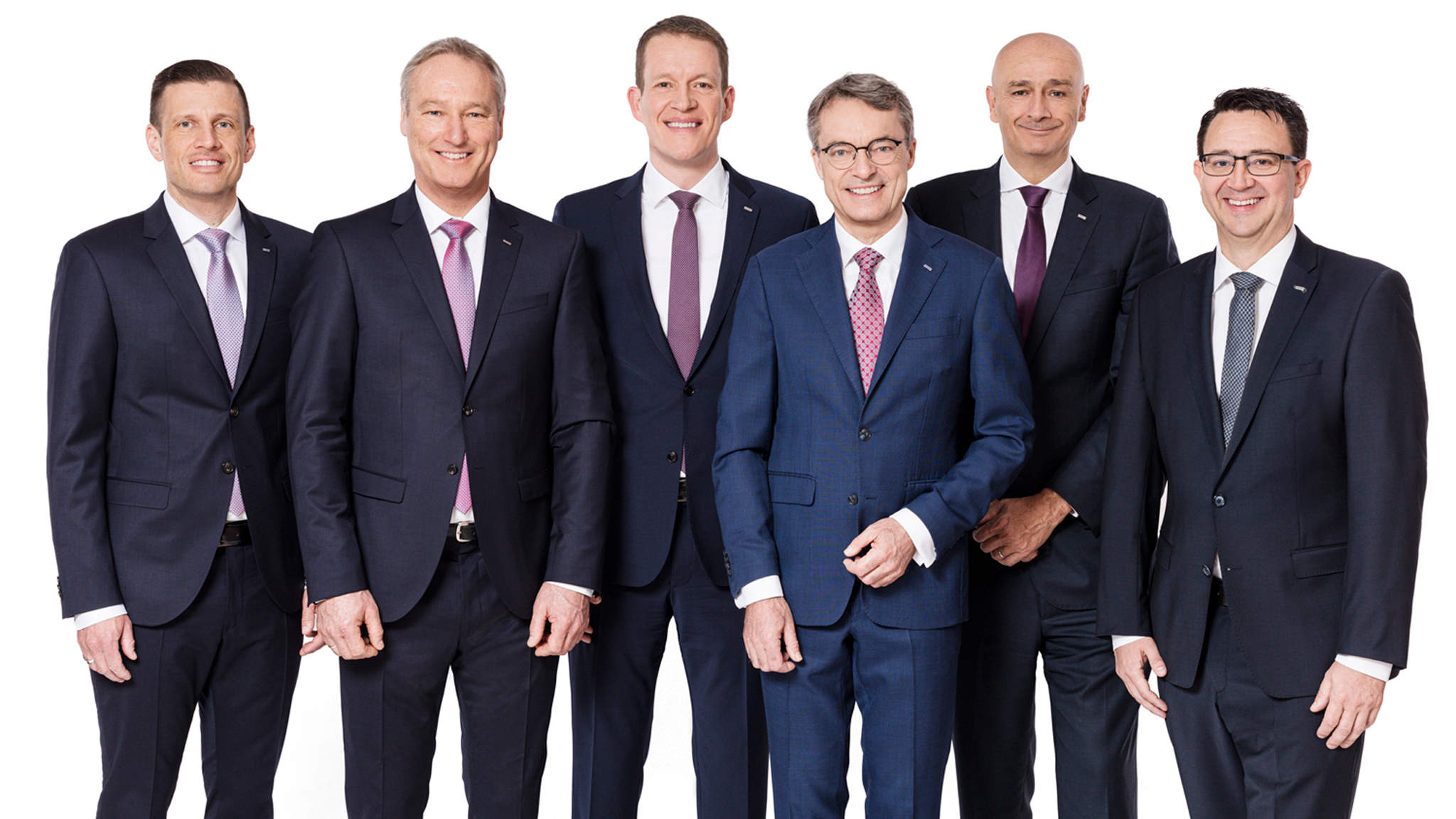 Da esq. para a direita: Alexander Tonn, Managing Director European Logistics Germany (a partir de 1.1.2021 COO Road Logistics), Michael Schilling, COO Road Logistics; Burkhard Eling, CFO (a partir de 1.1.2021 CEO); Bernhard Simon, CEO; Edoardo Podestà, COO Air & Sea Logistics; Stefan Hohm, Corporate Director Corporate Solutions, Research & Development (a partir de 1.1.2021 CDO)